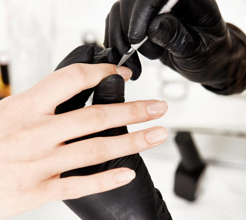 Коррекция ногтя по проблеме